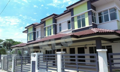 BANDAR PUTERI, 2 STOREY HOUSE, ADONIS, FOR RENT. RM 1600 MONTHLY.