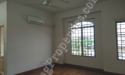 BANDAR BOTANIC, 2 STOREY LINK HOUSE FOR RENT. 20X70 SF. RM 1200 MONTHLY
